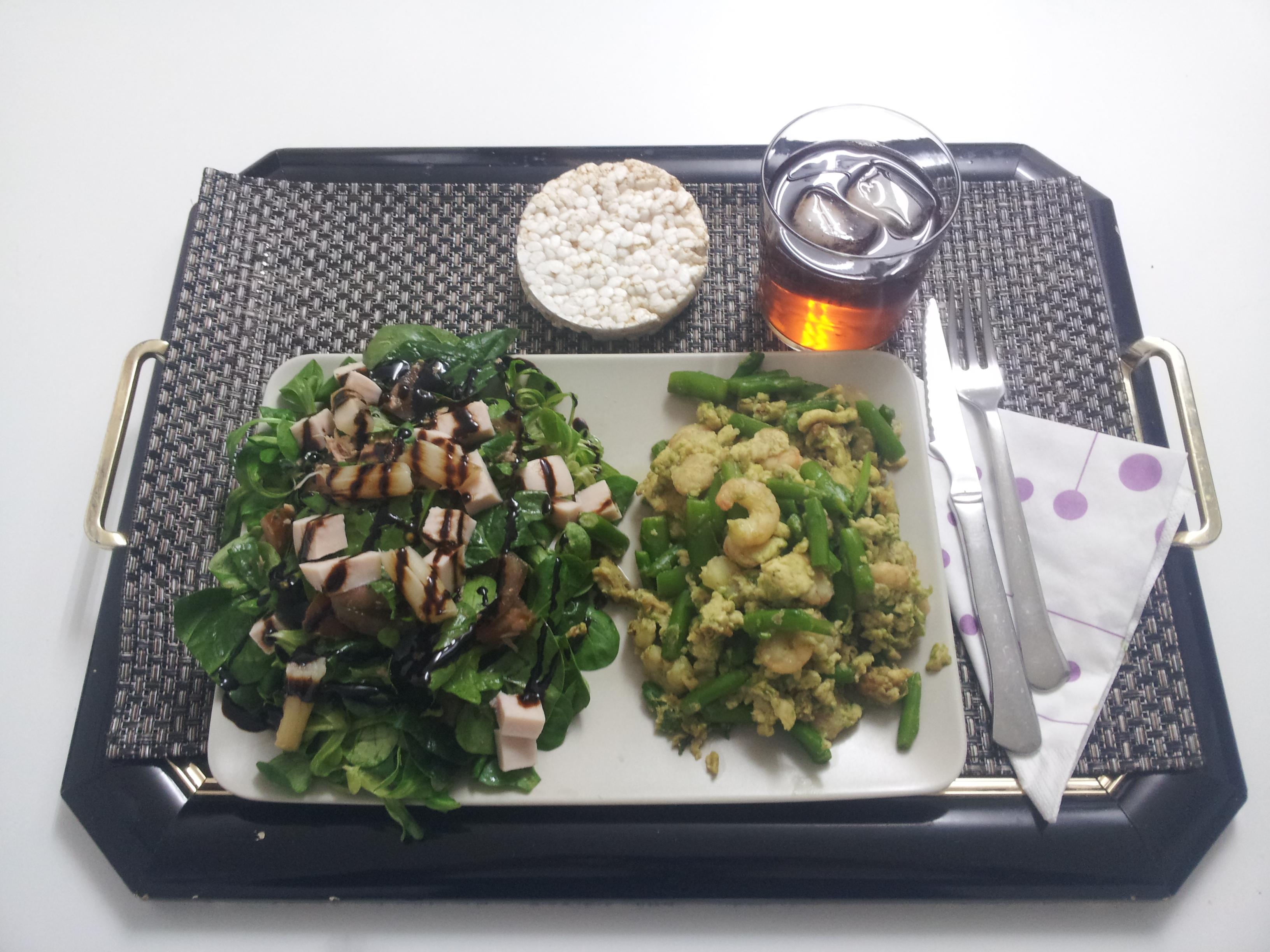 Cenas saludables, cenas fitness, cenas sanas, ensalada, gambas, revuelto.