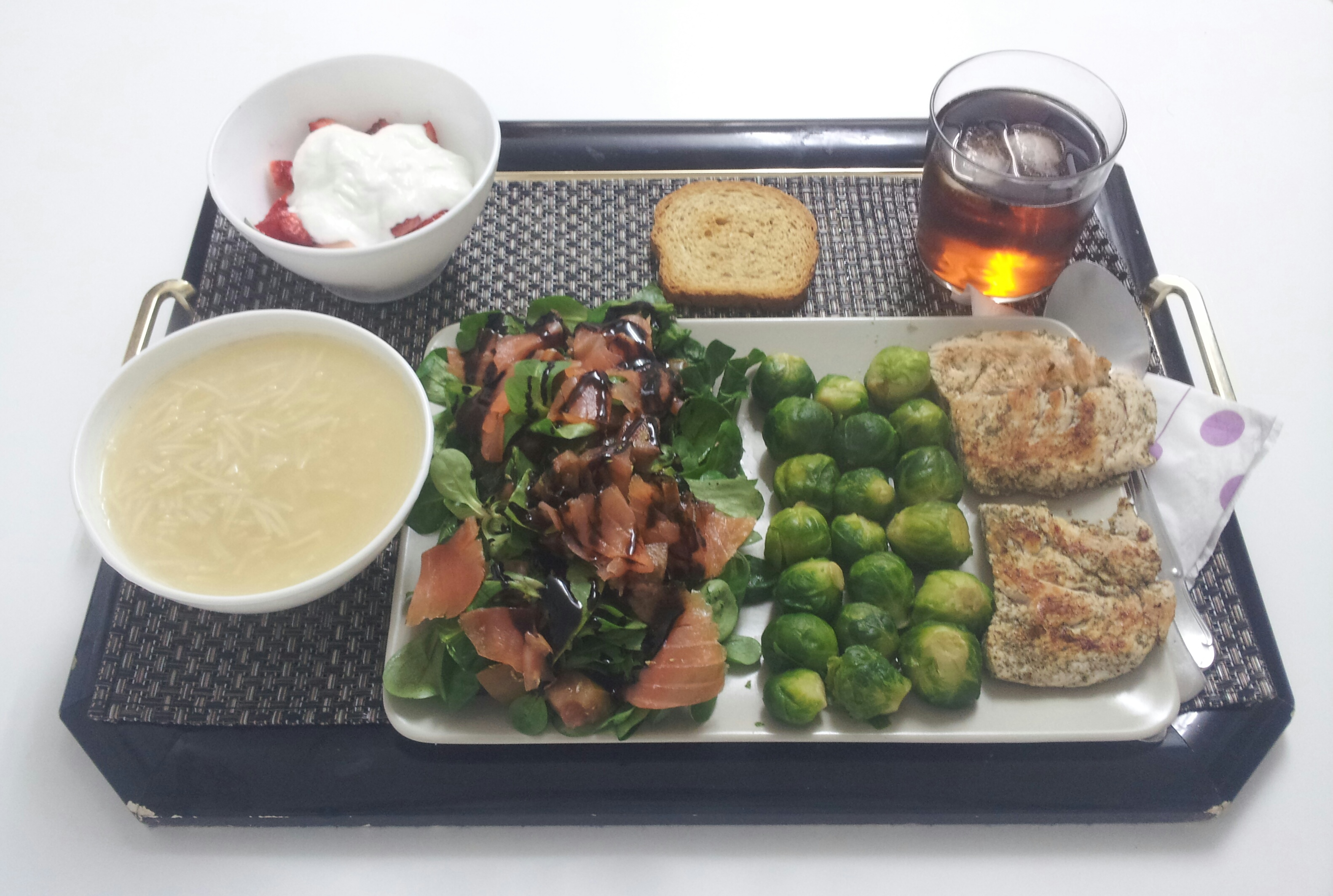 Recetas saludables, comida sana, ensalada, salmón, coles, pavo, fideos.